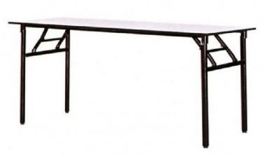 Staciakampis banketinis stalas